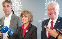 Carcedo, junto a los representantes de la Mesa Enfermera, Florentino Pérez (CGE) y Manuel Cascos (Satse)