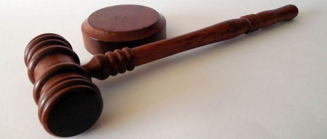 El tribunal ha establecido en ocho meses la multa para la persona condenada, tras la aceptación de la sentencia penal condenatoria de conformidad por su parte