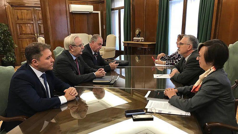 Reunión entre los representantes médicos y el director del Ingesa