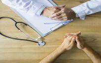 Los pacientes, preocupados por el escándalo de implantes, exigen a Sanidad medidas urgentes