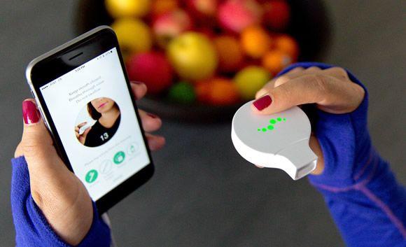 Un dispositivo mide la calidad del aliento para monitorizar la salud bucal y la respiración
