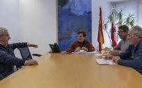 Real junto a los representantes sindicales de CCOO y UGT. Foto: Irene Olmo