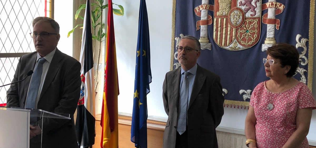 El director territorial del Ingesa, Jesús Lopera junto al director general del Ingesa, Alfonso Jiménez.