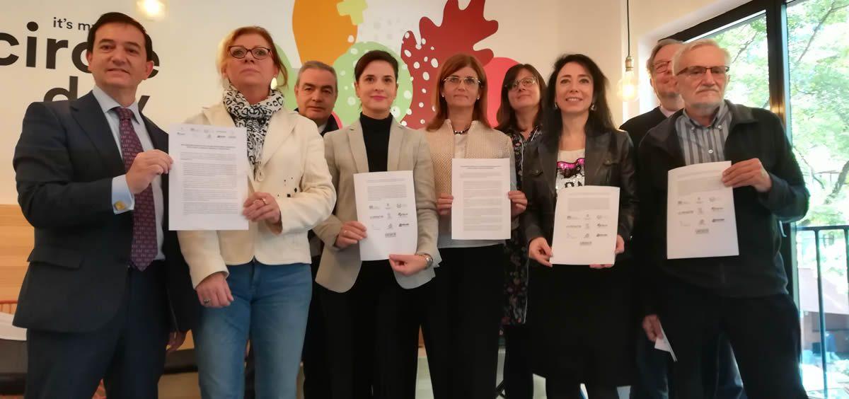 Representantes de las nueve organizaciones de profesionales sanitarios y pacientes que han mostrado su rechazo al Anteproyecto de Ley de Farmacia de la Comunidad de Madrid