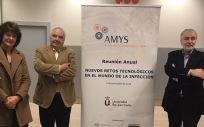 Miren Basaras Ibarzabal, Dr. Ramón Cisterna y Dr. Ángel Gil de Miguel, en al Reunión Anual de AMYS