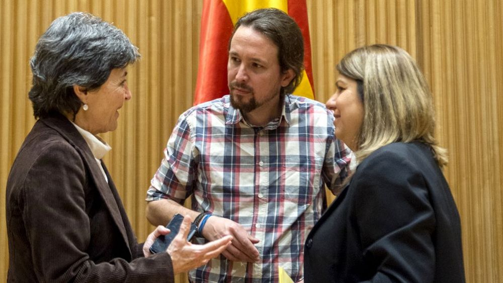 Amparo Botejara y Kontxi Palencia, representantes sanitarias de Unidos Podemos, junto a Pablo Iglesias.