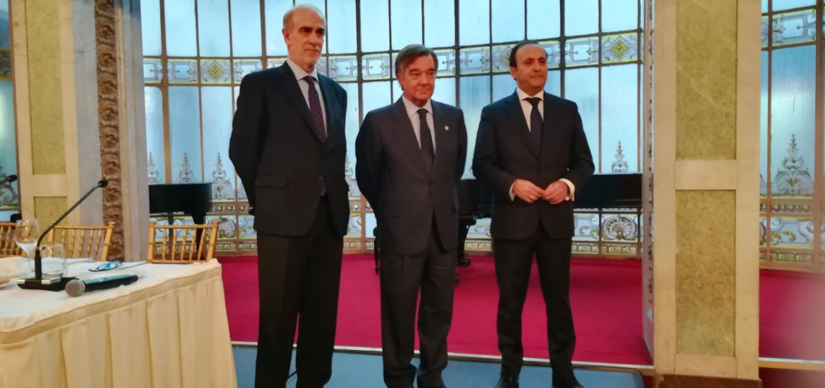 José Manuel Galdón, Luis González y Eduardo Pastor, en la inaguración del 'VI Encuentro de Farmacéuticos 2018 – Rentabilidad y Servicios'