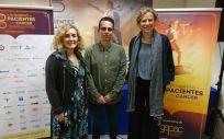 Aitana Calvo, Secretaria Científica de SEOM, Carlos Mercader, Director de Proyectos de GEPAC, y Cristina Pascual, de la Junta Directiva de SEHH.