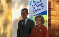 Pedro Duque y María Luisa Carcedo, antes de presentar el Plan contra las pseudoterapias.