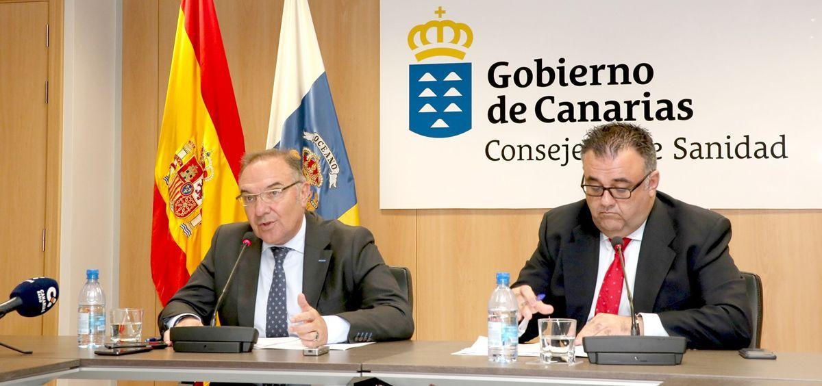 El consejero de Sanidad del Gobierno de Canarias, José Manuel Baltar y el director del Servicio Canario de la Salud (SCS), Conrado Domínguez.