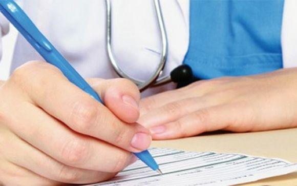 Los médicos firman un 29% más de contratos temporales que hace dos años