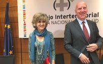 La ministra de Sanidad, María Luisa Carcedo, junto al secretario general Faustino Blanco.