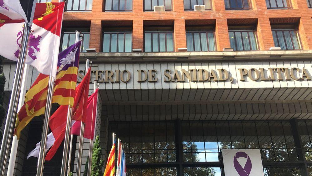 Banderas de las CC.AA. en la sede del Ministerio de Sanidad con motivo del Consejo Interterritorial (Foto: ConSalud.es)