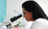 Las terapias CAR-T son un tratamiento en el que las unidades morfológicas del sistema inmunitario conocidas como células T, se modifican en laboratorio para que ataquen a las cancerosas