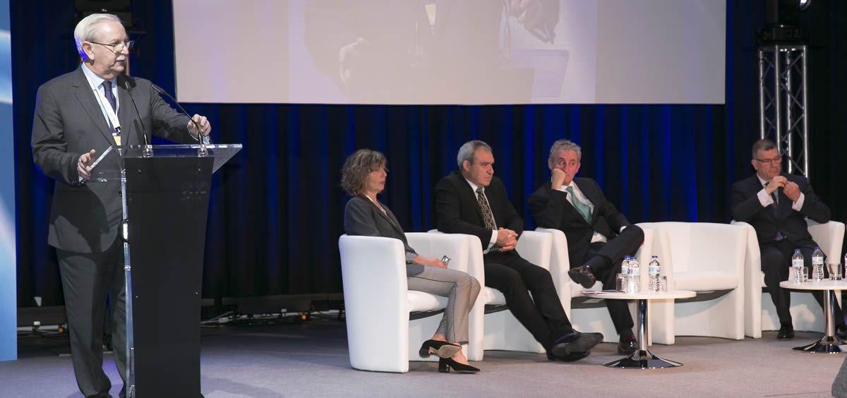 El doctor Serafín Romero, presidente de la OMC, durante su intervención en la VI Convención de la Profesión Médica
