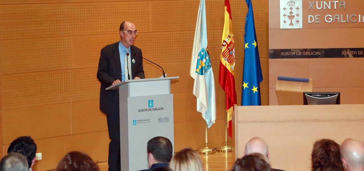 El consejero de Sanidad, Jesús Vázquez Almuiña, ayer durante la presentación de la Estrategia para la atención a las personas en situación de cronicidad.