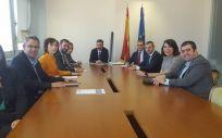 Imagen de la reunión de diferentes entidades sociosanitarias con el director general de Función Pública, Javier Rueda.