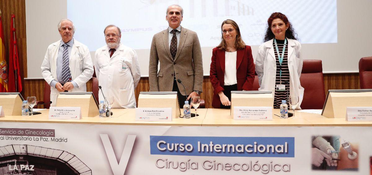 Ruiz Escudero, consejero de Sanidad de Madrid, ha informado de la adquisición de seis robots Da Vinci durante el Curso Internacional de Cirugía Ginecológica