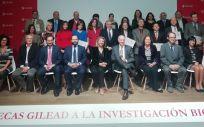 Representantes de los hospitales e institutos ganadores de las becas Gilead junto a representantes de sus comunidades autónomas