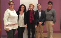 En el centro de la imagen Pilar Fernández, vicepresidenta del Consejo General de Enfermería (CGE), quien ha inaugurado la jornada sobre violencia de género