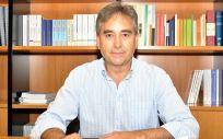 El presidente de Satse, Manuel Cascos, en su despacho