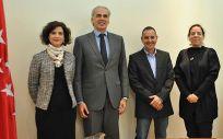 De izquierda a derecha: Teresa Galindo Rubio, Enrique Ruiz Escudero, Andrés Cebrián del Arco y Cristina Álvarez, durante la reunión en la que han analizado la situación de la Enfermería escolar