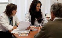 El estudio de la OMC complementa a un decálogo presentado hace unos días para hacer frente a la desigualdad entre sanitarios y sanitarias.