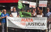 Concentración de asociaciones y colectivos de afectados por el amianto. / Foto: @StopAmianto