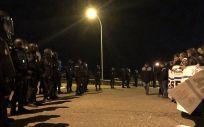 Los funcionarios de prisiones se han concentrado desde el inicio de la huelga general hasta el momento, delante de los centros penitenciarios para exigir mejoras salariales.
