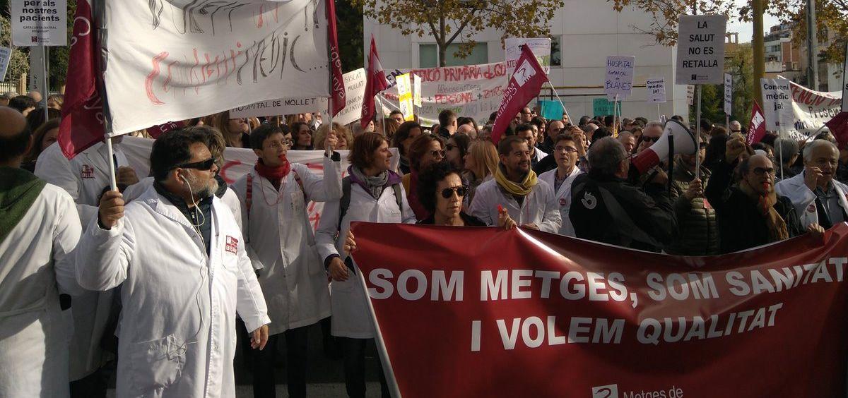 Imagen de la cuarta jornada de huelga de los médicos catalanes desarrollada el pasado jueves, horas antes de su desconvocatoria.