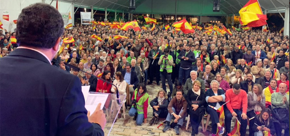 Francisco Serrano, candidato de Vox a la Junta de Andalucía, dando un mitín durante la campaña electoral