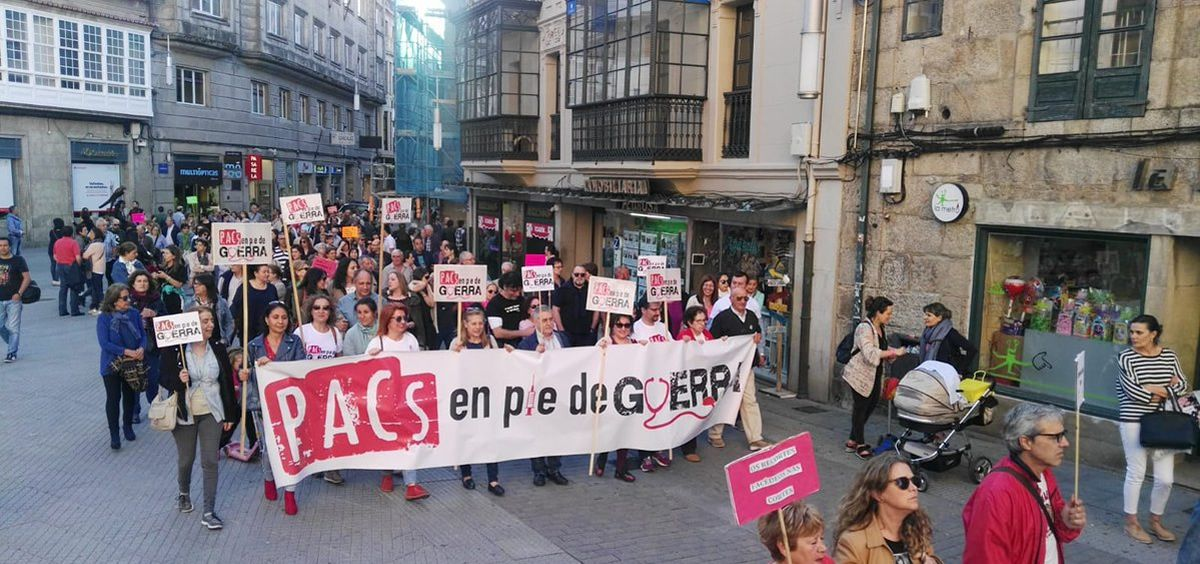 Imagen de una marcha de los trabajadores de los PACs gallegos en Pontevedra. (Foto. Pacs en pé de guerra)