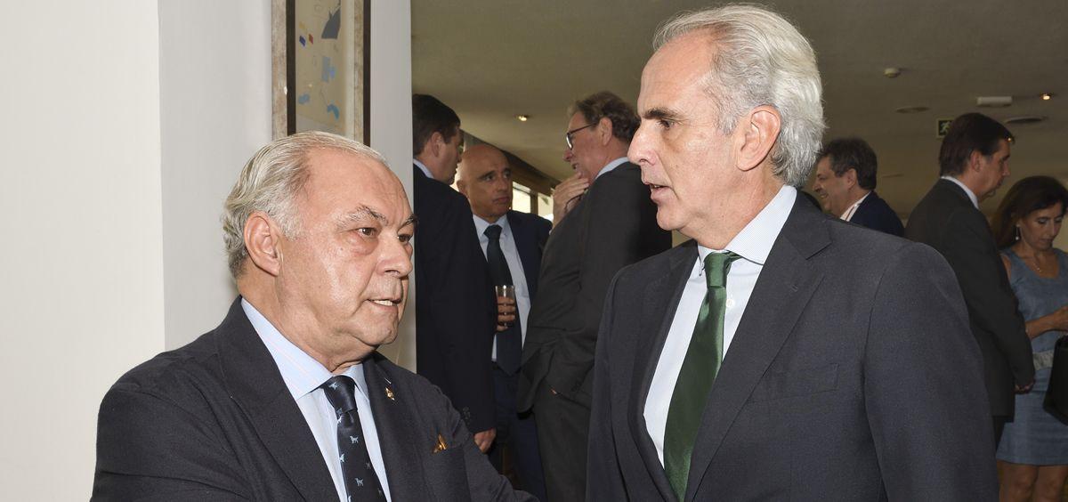 Isidro Díaz de Bustamante, presidente de la Asociación de Centros de Centros y Empresas de Hospitalización Privada (ACHPM), junto a Enrique Ruiz Escudero, consejero de Sanidad de Madrid.