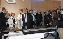 José María Vergeles visita el nuevo acelerador del Hospital Universitario de Badajoz