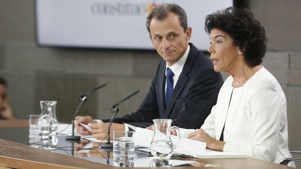 La portavoz del Gobierno, Isabel Celáa, y el ministro de Ciencia, Pedro Duque.