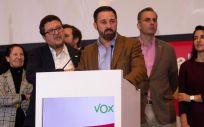 El presidente de VOX, Santiago Abascal y el candidato por Andalucía, Francisco Serrano, durante un acto de campaña.