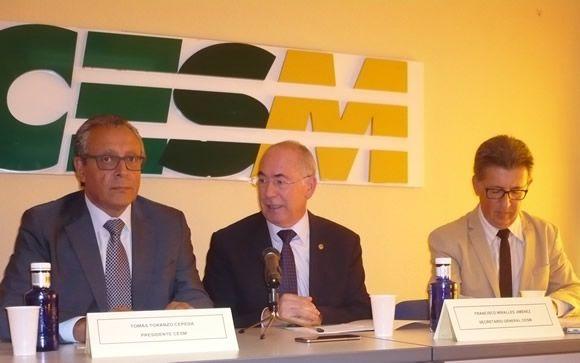 De izq. a dcha.: Tomás Toranzo, presidente de CESM), Francisco Miralles, secretario general de CESM) y Rafael Carrasco, presidente del Sindicato Médico Andaluz, (SMA-CESM)
