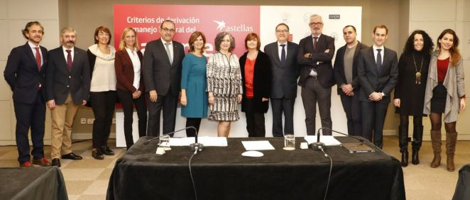 Representantes de las once sociedades científicas y Astellas Pharma participantes en el proyecto sobre enfermedades urinarias