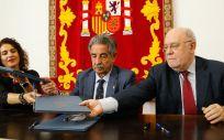 Miguel Ángel Revilla, presidente de Cantabria, el consejero de Economía y Hacienda, Juan José Sota, y la ministra de Hacienda, María Jesús Montero