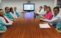 La consejera de Salud, María Martín, ha anunciado este nuevo procedimiento quirúrgico en un encuentro con los profesionales de los servicios implicados