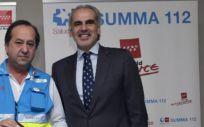 Pablo Busca, gerente del SUMMA 112, y Enrique Ruiz Escudero, consejero de Sanidad de la Comunidad de Madrid