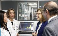 El Presidente de Aragón, Javier Lambán, y la consejera de Sanidad, Pilar Ventura, visitan la innovación en tecnología que se ha realizado en la Unidad de Farmacia de Pacientes Externos