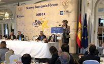 Momento del discurso de María Luisa Carcedo, ministra de Sanidad, en los desayunos de Nueva Economía Fórum.