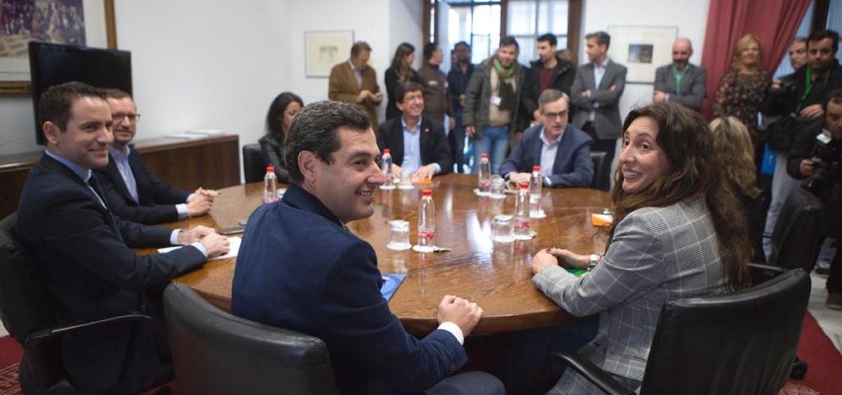 Mesa de negociación entre Partido Popular y Ciudadanos en Andalucía.
