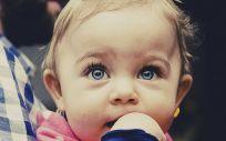Entre los pacientes con más riesgode sufrir uveítis se encuentra las niñas menores de seis años con Artritis idiopática Juvenil y anticuerpos antinucleares positivos