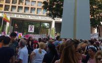 Afectados de iDental protestando ante las puertas del Ministerio de Sanidad