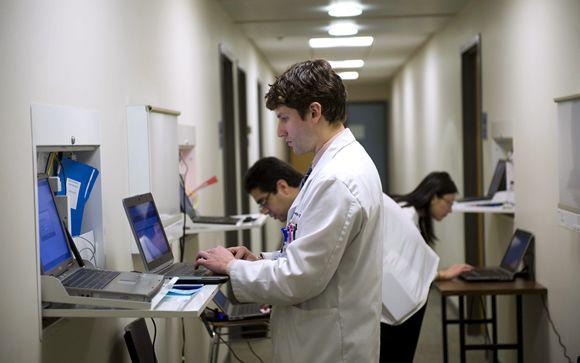 La sanidad pública se queda sin médicos por la falta de planificación y los contratos precarios