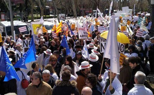 El descontento de los sanitarios españoles se encamina a una gran concentración en Madrid