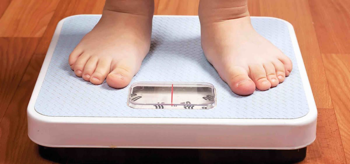 LA OMS advierte que la obesidad en la infancia y adolescencia se ha convertido en los últimos años en uno de los problemas mundiales de salud pública más graves