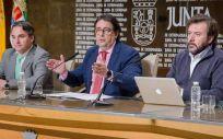 El consejero de Sanidad, José María Vergeles, junto al director general de Planificación, Formación y Calidad Sanitaria y Sociosanitaria, Luis Tobajas, y el investigador principal del Proyecto Mede